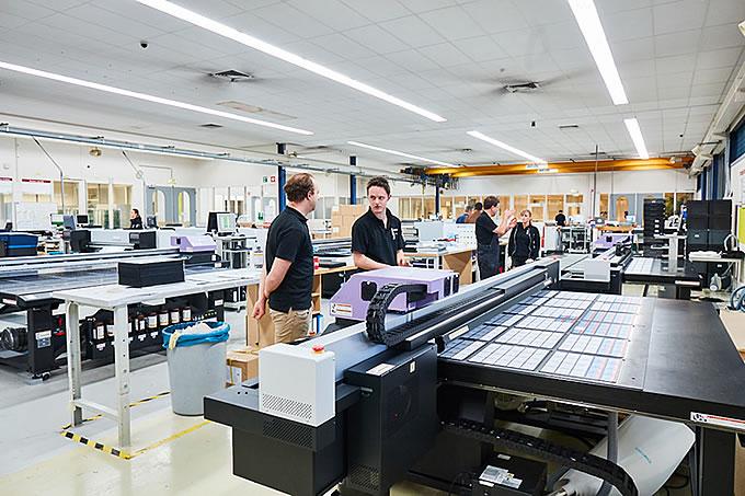 Nos outils de production impriment aux références Pantone